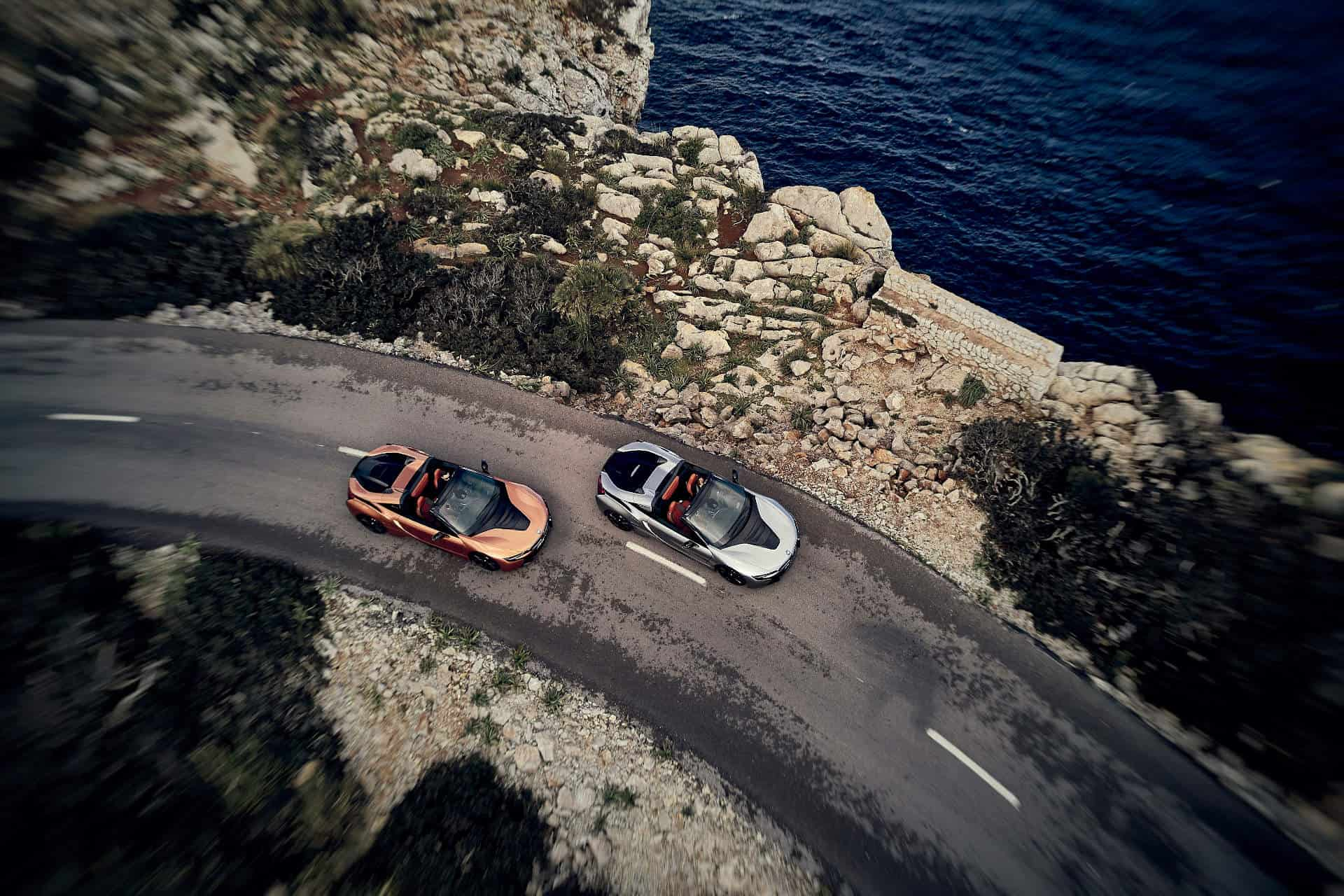 2 BMWi8 Roadsters