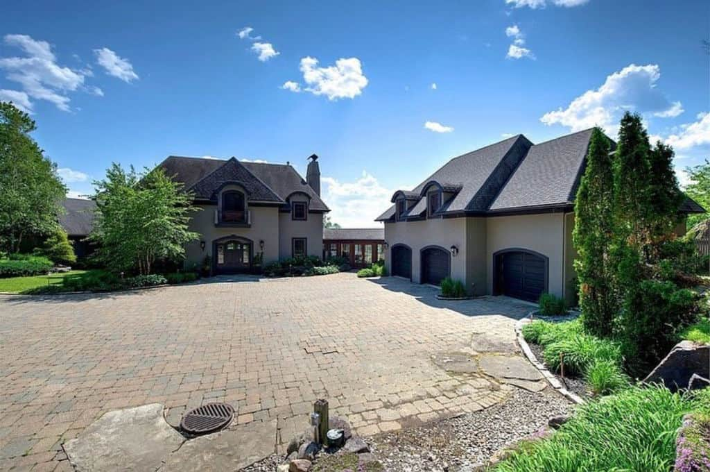House with separate grage large stone driveway