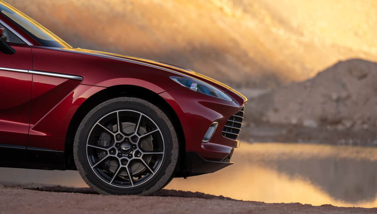 The 2020 Aston Martin Dbx Suv Has The Mind And Soul Of A Sportscar