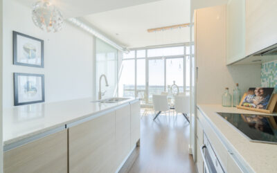 PROPERTY FOR SALE: DISTILLERY DISTRICT LUXURY PENTHOUSE WITH FIVE-STAR CITY AND LAKE VIEWS